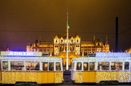 Budapest Christmas Tram (photo by MTI : Zoltan Balogh)