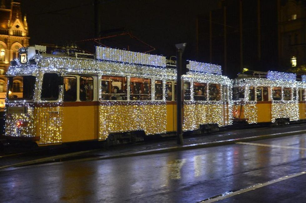 Christmas Streetcar Tram Fenyvillamos Budapest 2015