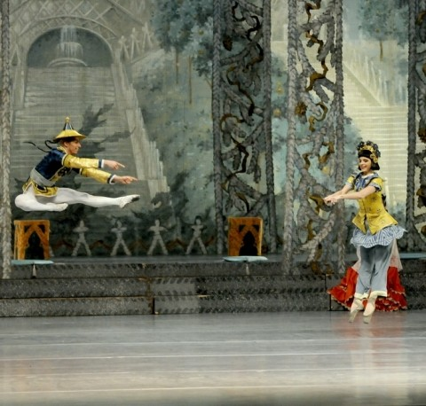 Nutcracker Chinese in Budapest Opera House at Christmas