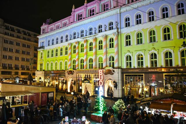 Laser Painting Vorosmarty Square Christmas Market Budapest4