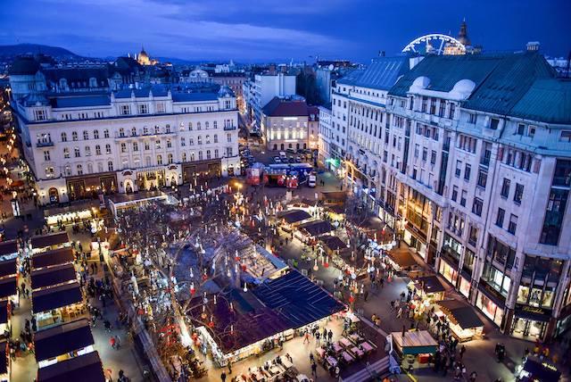 Vorosmarty Square Christmas Market Budapest3