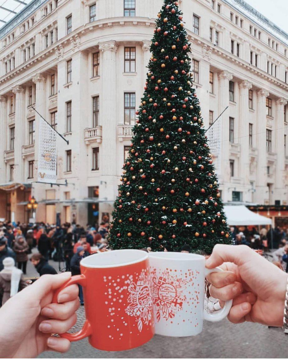 Vorosmarty Square Christmas Market Budapest4